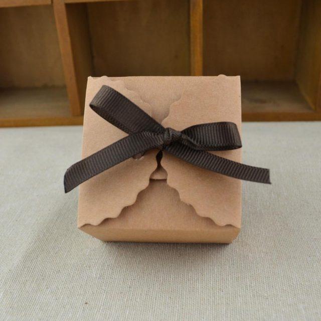 White/Kraft Paper Mini Goft Boxes