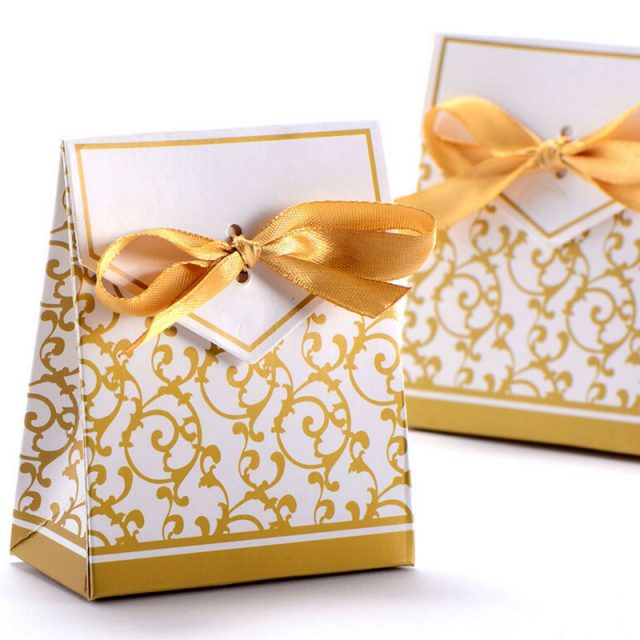 Lovely Gold and Silver Candy Paper Gift Box with Ribbon
